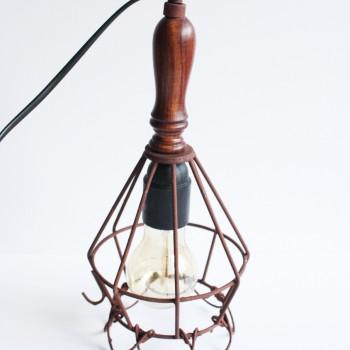Draadlamp industrieel roestbruin met handvat 30cm. hoog
